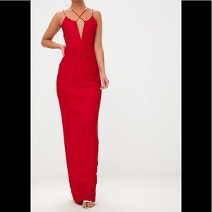 🆕Red pleated cross strap maxi dress